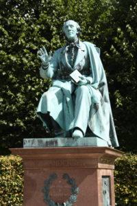 Statue von Hans Christian Andersen im Garten des Rosenborg Slot